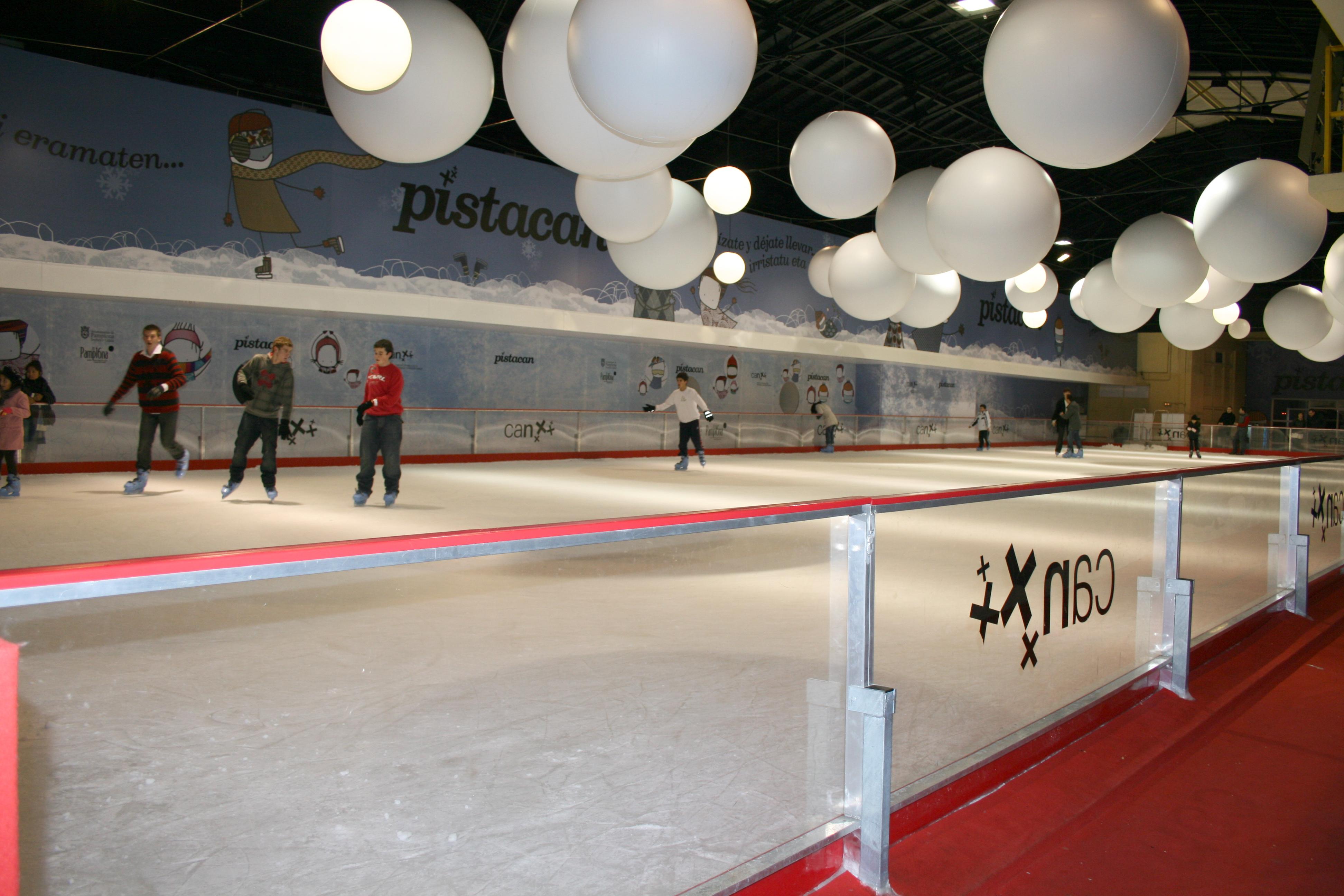 Resultado de imagen de pista d e hielo navidad pamplona