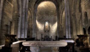 interior-de-la-iglesia-de-san-salvador-de-leire