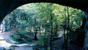 zugarramurdi-cueva-de-los-akelarres-vista-exterior